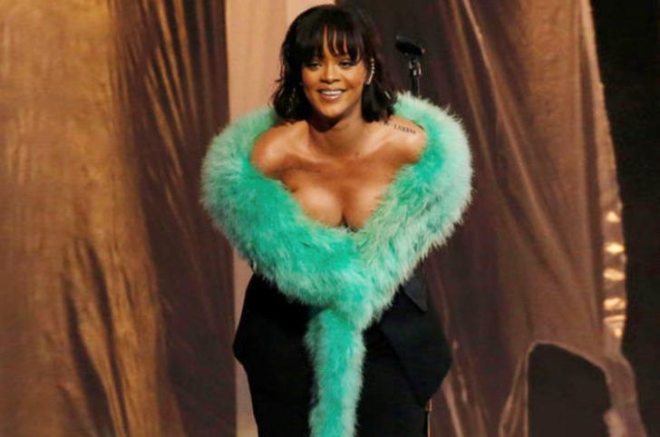 Rihanna'dan flaş açıklama: Bekaretimi kaybetmeden…