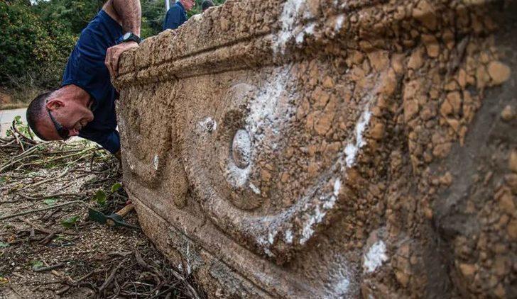İsrail'de bin 800 yıllık iki lahit bulundu