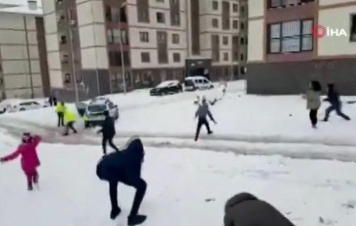 Emniyet Genel Müdürlüğü paylaştı! Polislerle çocuklar kartopu savaşına tutuştu