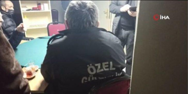 Kumar baskınında 'Özel Güvenlik' elbiseli oyunsever, polisi kandıramadı ile ilgili görsel sonucu