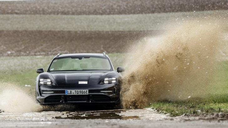 Porsche Taycan Cross Turismo geliyor
