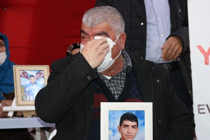 HDP önündeki ailelerin çığlığı her geçen gün artıyor: Evlat nöbeti eylemine bir aile daha katıldı