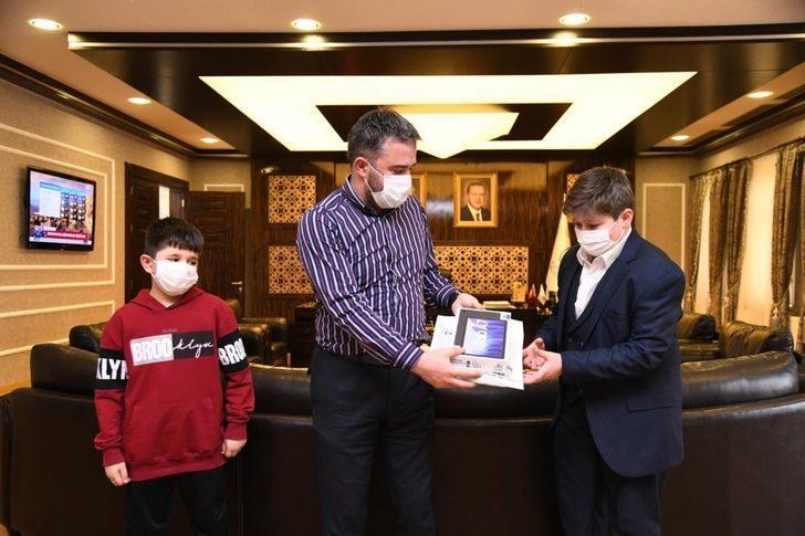 Pursaklar Belediye Başkanı Çetin hafızlık yarışması birincisini ağırladı