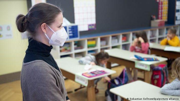 Almanya'da öğretmenlere aşı önceliği tanındı