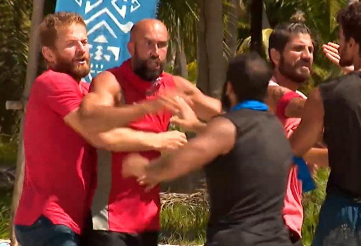 Survivor ödül oyununda büyük kavga! Survivor'da Çağrı, Doğan, Dora ve Yiğit birbirine giriyor