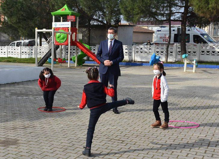 Bakan Selçuk'tan yüz yüz eğitim açıklaması: Okulları peyderpey açma kararımız devam ediyor