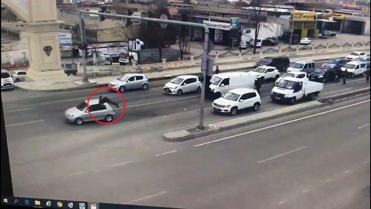 Ankara'da dehşet! 'Dur' ihtarına uymayan ehliyetsiz sürücü, polise çarptı