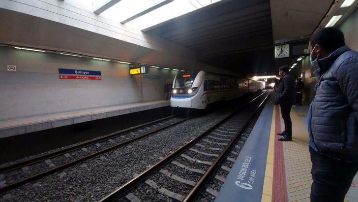 İzmir'de korkunç olay! Trenin önüne atlayan genç kadın ağır yaralandı