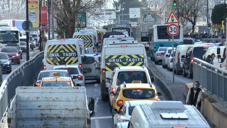 İstanbul'da trafik kilit! Yüzde 75'e çıktı