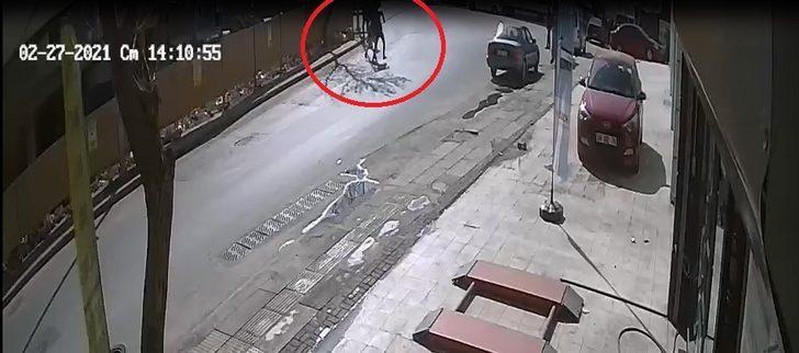 Cadde ortasında bıçaklandı! Yardımına oto lastikçi yetişti