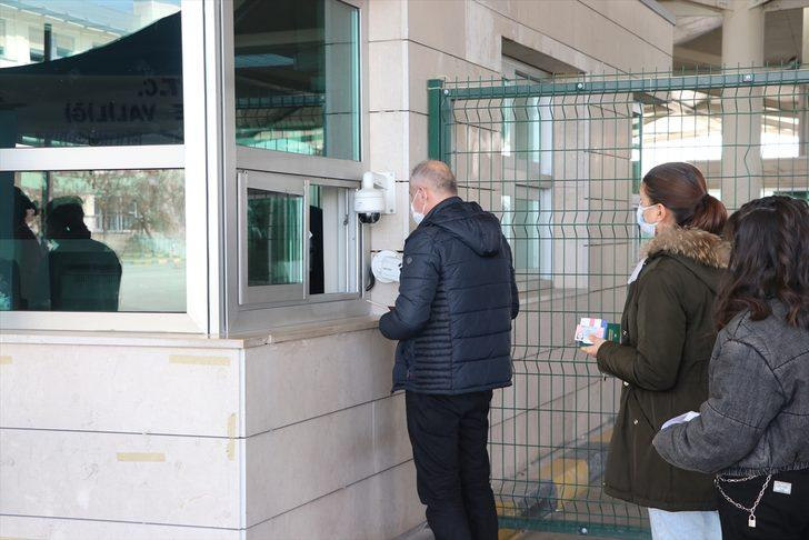 Yurt dışından gelenlerin PCR testi ibrazı zorunluluğu uygulaması devam edecek