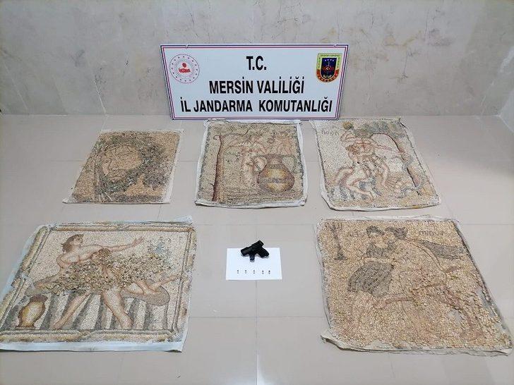 Mersin'de tarihi eser niteliği taşıyan 5 mozaik tablo ele geçirildi