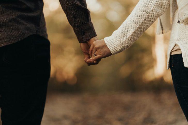 Partnerinizle el ele tutuşma şekliniz ilişkinizin sırlarını ortaya çıkartır!