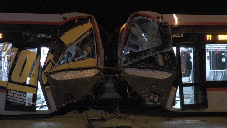 Kayseri'de aynı rayda giden iki tramvay çarpıştı: Yaralılar var