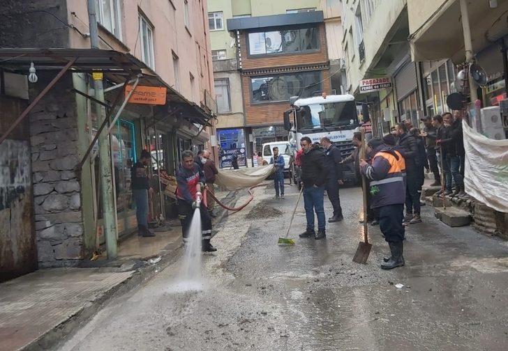 Hakkari Belediyesi ekipleri kirliliğe geçit vermiyor
