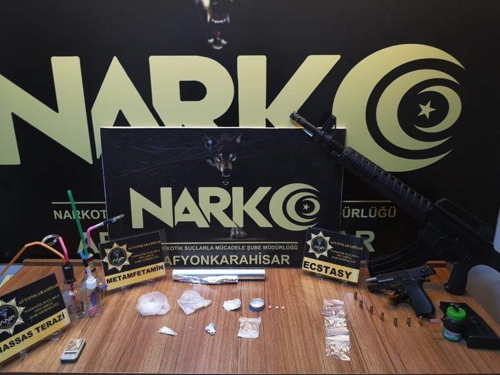 Satışa hazır uyuşturucu ile yakalanan 5 şüpheli tutuklandı