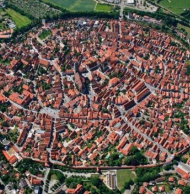 Gök taşı krateri üzerine kurulan ve elmaslarla bezeli eşsiz bir kasaba: Nördlingen