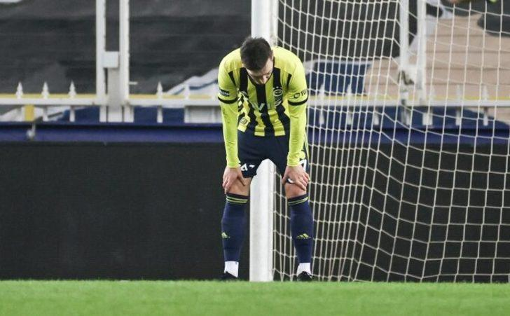 Fenerbahçe'de Mesut Özil sakatlandı