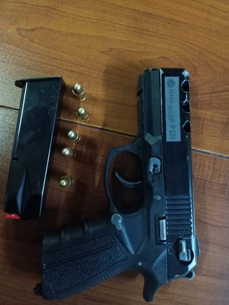 Ruhsatsız tabanca yakalatan şahsa kısıtlama ve maskeden 4 bin 50 lira ceza