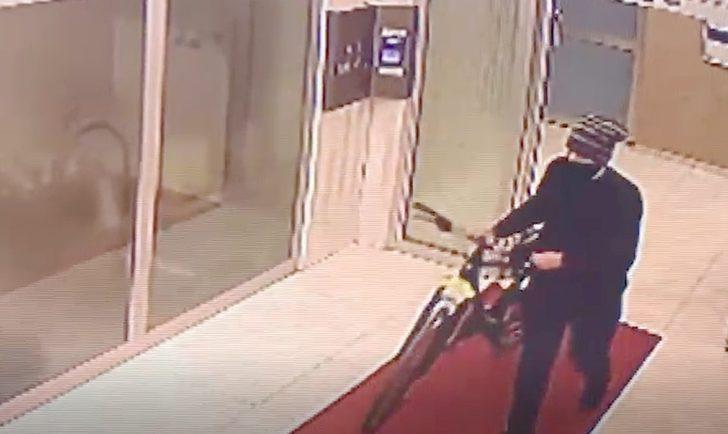 Bisiklet hırsızı güvenlik kamerasına yakalandı