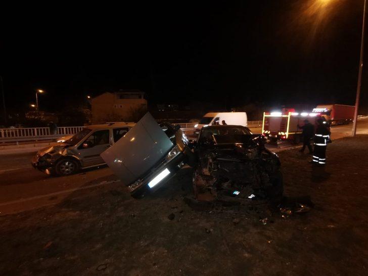 3 aracın karıştığı trafik kazası fizik kurallarını sorgulattı