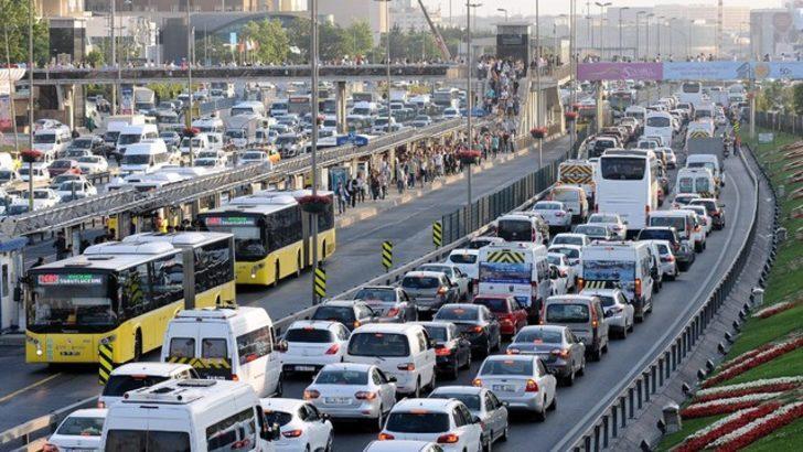 İstanbul'da okulların açılmasıyla trafik yoğunluğunun artması bekleniyor