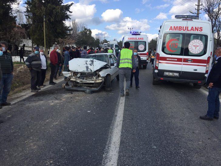 Muğla'da servis minibüsü ile otomobil çarpıştı: Çok sayıda yaralı var