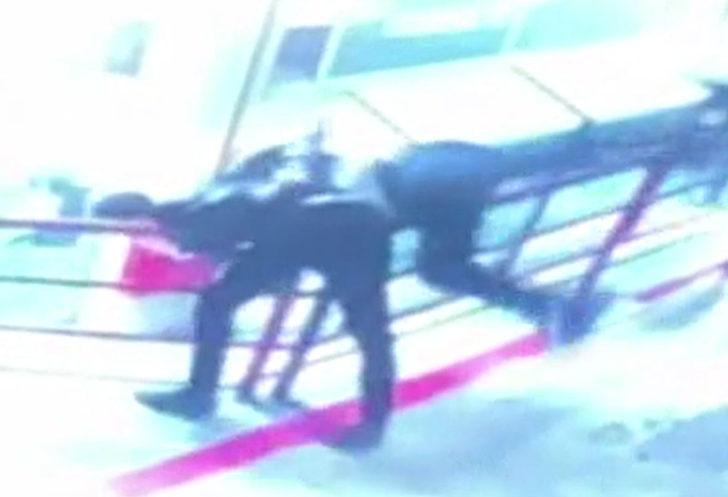 İstanbul'da dehşet anları: Tartıştığı esnafı 12. kattan aşağı attı