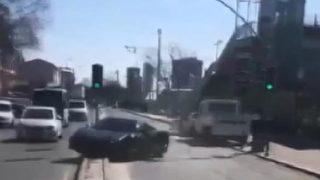 Milyonluk otomobilin kontrolünü kaybedince...
