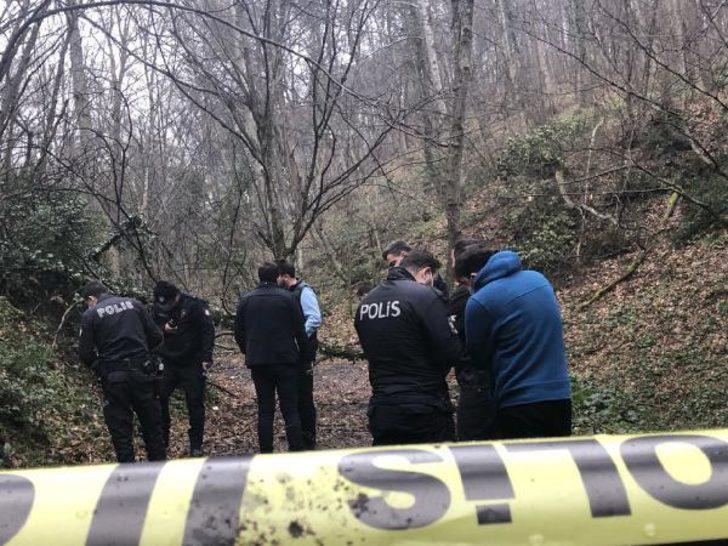 Ormanda bulduğu silahla kendini vurdu