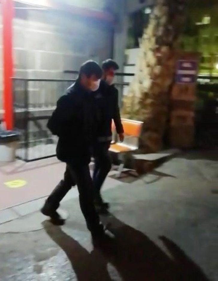 İzmir'de FETÖ'nün hücre evlerine baskın: 31 gözaltı