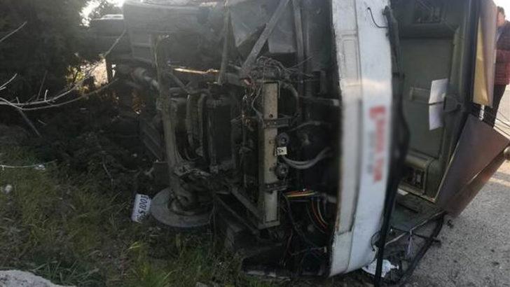Bursa'da fabrika işçilerini taşıyan otobüs devrildi: 18 yaralı