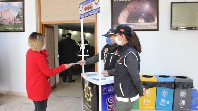 Çankırı'da 'En İyi Narkotik Polisi Anne Projesi' kapsamında 600 kadına ulaşıldı