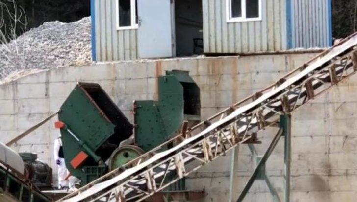 Taş kırma makinesine sıkışan 2 işçi hayatını kaybetti