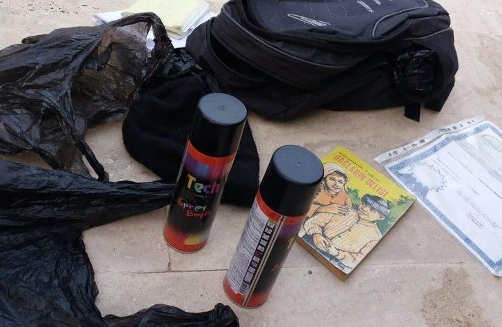 Mezar taşlarını sprey boya ile boyadığı belirlenen bir kişi gözaltına alındı