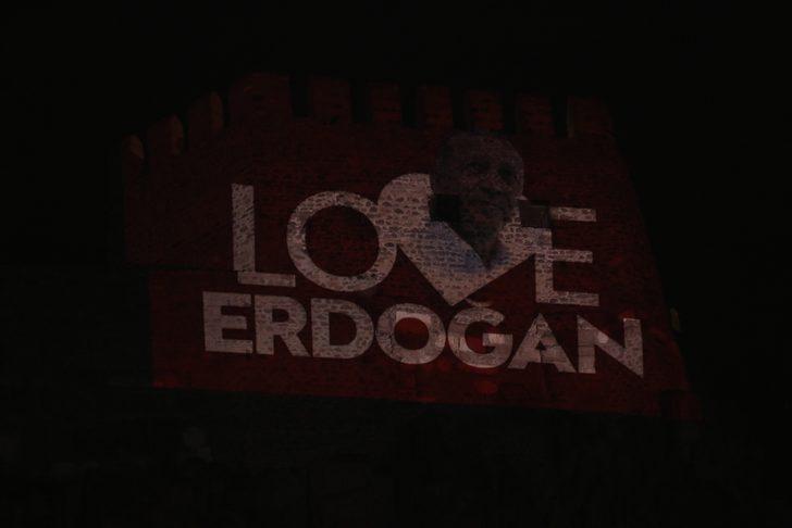 Ankara Kalesi'ne 'Love Erdoğan' görseli