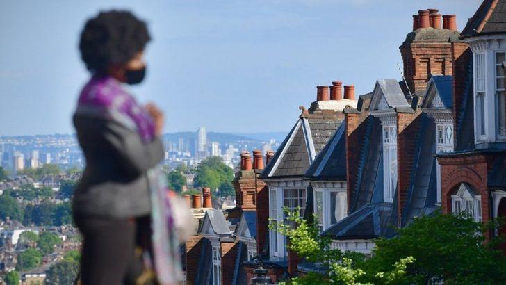 Londra'da eylem hazırlığındaki kadınlar polise tepkili: 'Sokakların güvenli olmamasının sorumlusu erkekler'