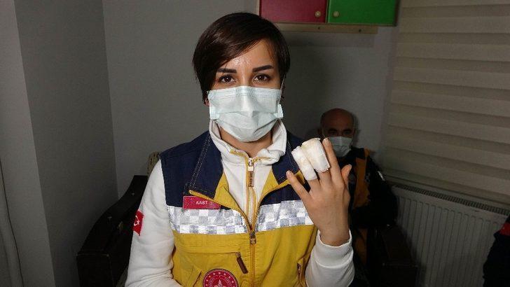 Hasta tarafından parmağı ısırılan sağlık personeli zorlukla kurtarıldı