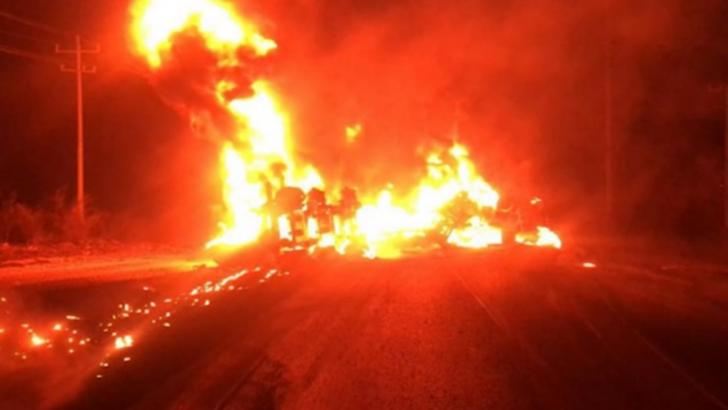 Meksika'da kamyonla çarpışan akaryakıt tankeri alev aldı: 11 ölü, 5 yaralı