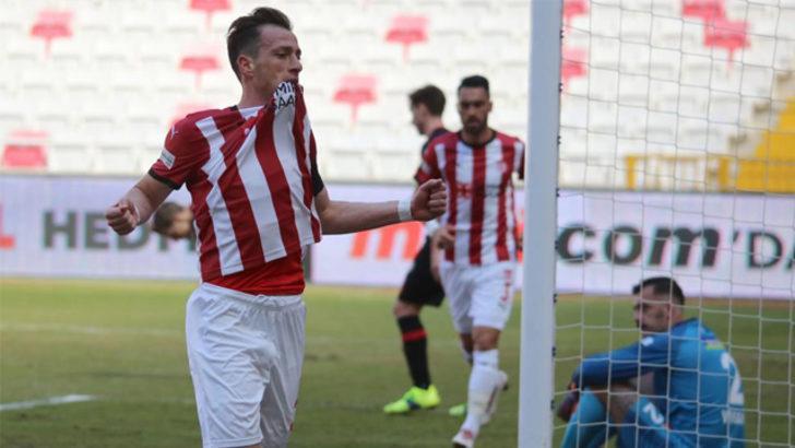 Sivasspor'un kaptanı Hakan, gol sayısını 6'ya çıkarttı