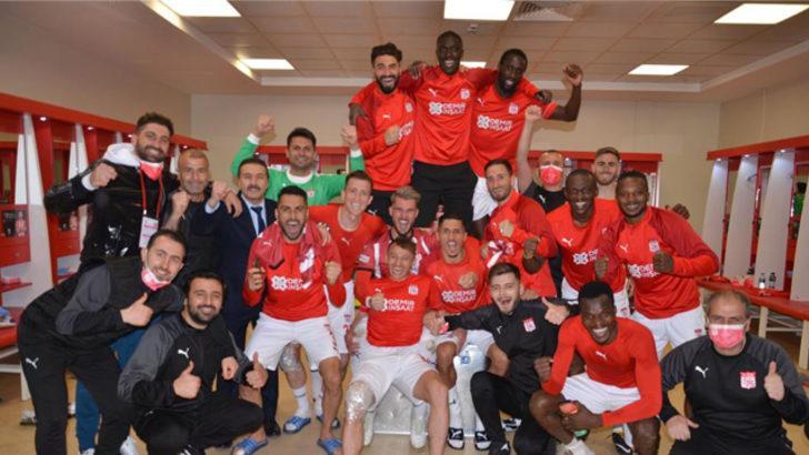 Sivasspor'dan galibiyet pozu!