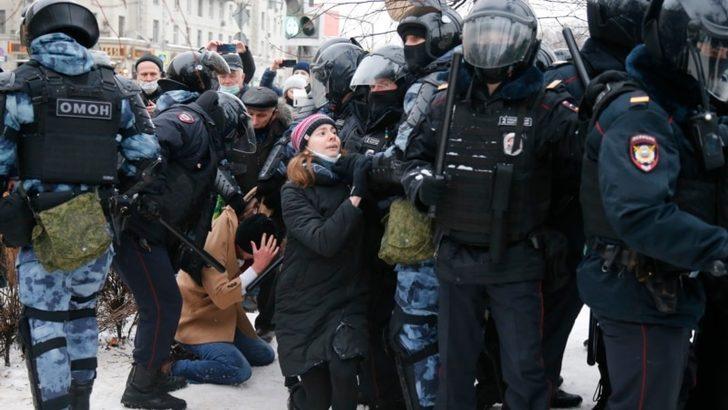 Rusya'da Polis Toplantı Bastı: 200 Gözaltı