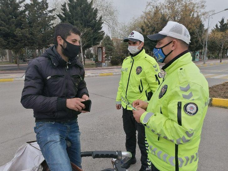 """Ters şeride giren bisikletli: """"Motorlu araç olmayınca ceza yemem bununla"""""""