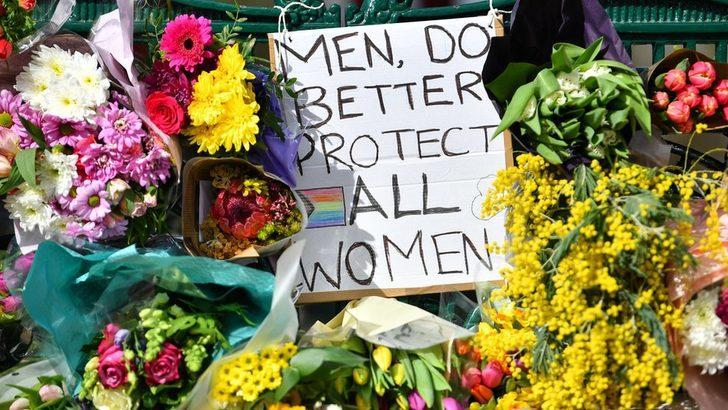 İngiltere'de Sarah Everard'ın öldürülmesi, kadına karşı şiddetle ilgili iç hesaplaşma başlattı