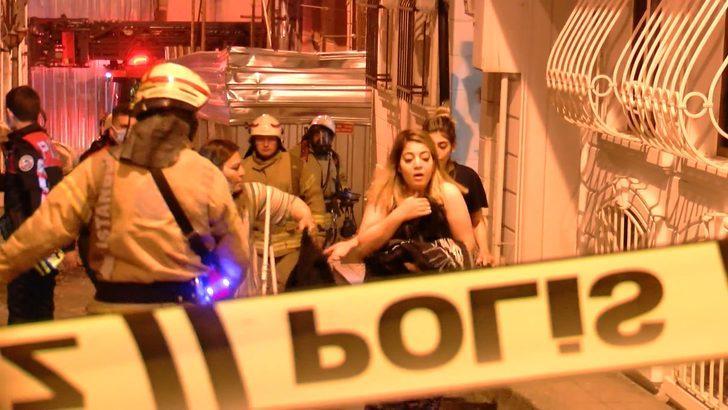 Beyoğlu'da otelde yangın paniği: Müşteriler tahliye edildi