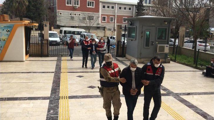 Şanlıurfa'da takibe alınan cipte 6 tabanca ele geçirildi