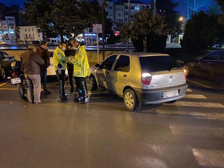 Motosiklet, otomobile çarptı: 1 yaralı