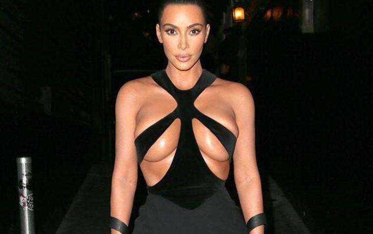 Kim Kardashian yine yapacağını yaptı! Kıyafetinin göğüs detayı olay oldu