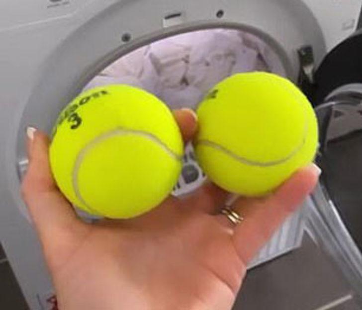 İhtiyacınız olan şey sadece tenis topu! Makineye attığınızda bakın neler yapıyor