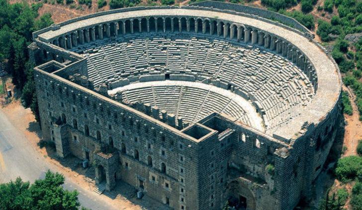 Romalı Zenon'un kralın kızıyla evlenebilmek için inşa ettiği büyüleyici yapı: Aspendos Antik Tiyatrosu